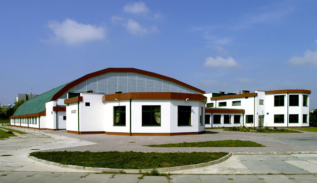 Building of an arch-roof sports hall for the Catholic University of Lublin, Poland